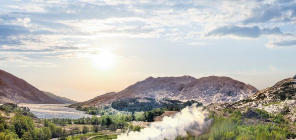 Glenfinnan Viaduct in Schotland mit Jacobite Steam Train  © samott-fotolia.com